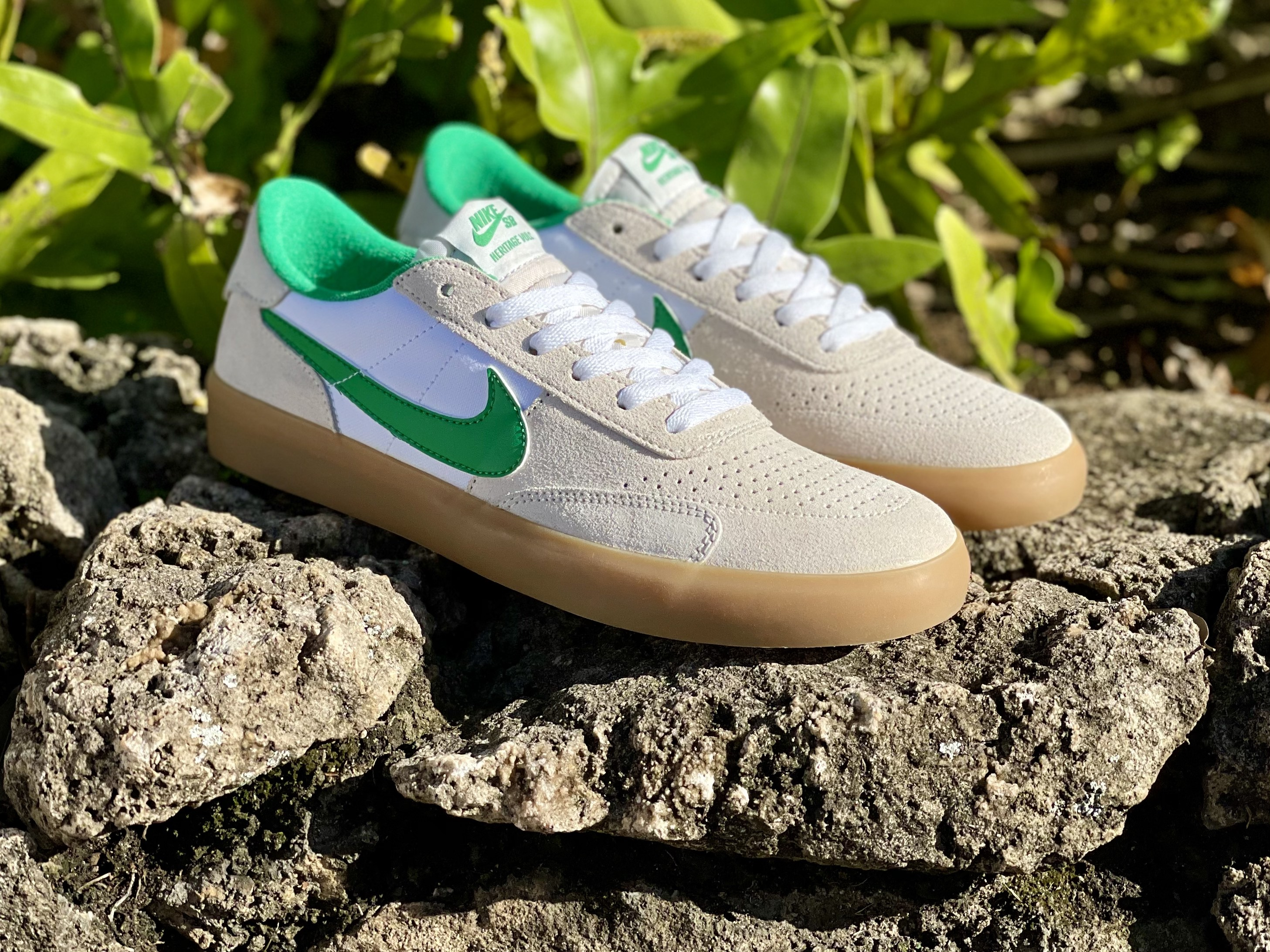 Nike SB. Heritage Vulc. Summit White/White/Gum/Light Brown/Lucky Green.